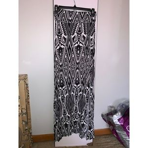 High waisted maxi skirt with skits on both sides